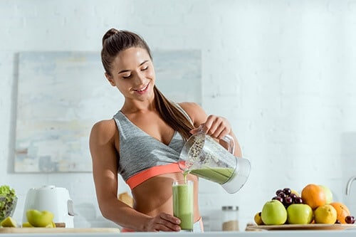 fit girl making a superfood shake