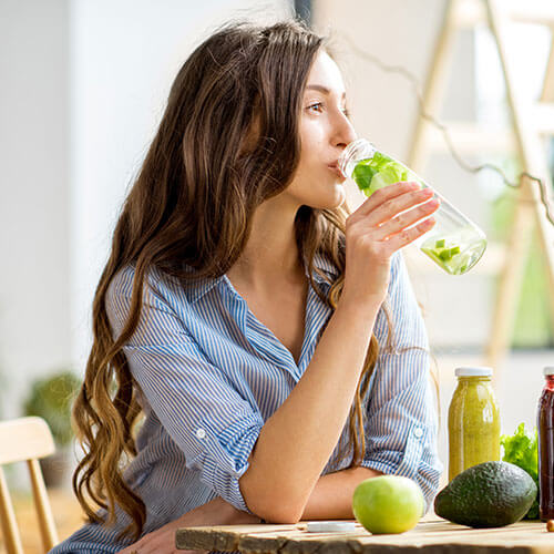 lady drinking healthy juoce